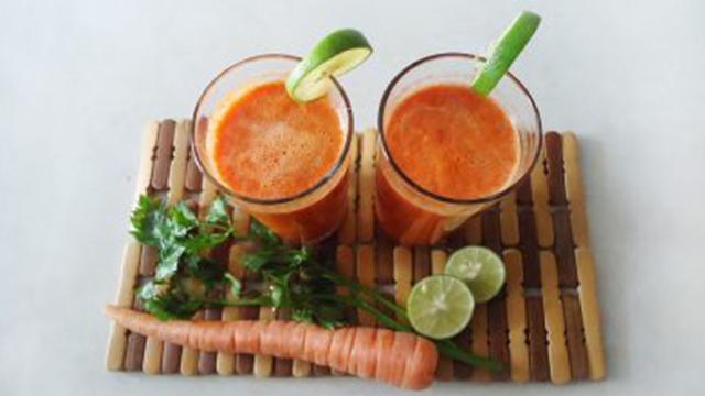 centrifugato carote, mango, lime