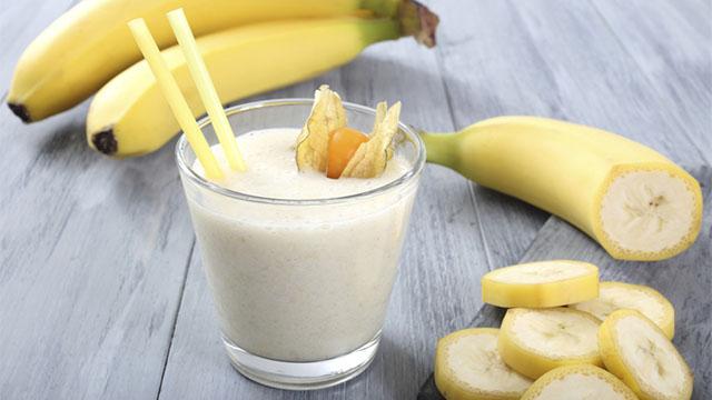 centrifugato per bambini con pera e banana