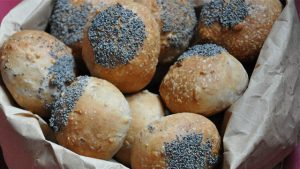 ricetta panini con semi di chia, noci e farina integrale